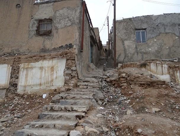 بررسی مسائل مربوط به چهار محله حاشیهای خرمآباد در استانداری