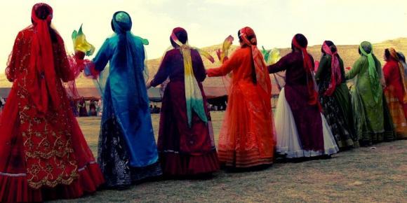 مرمت،ایجاد شناسنامه و ساماندهی پوشاک اقوام ایرانی