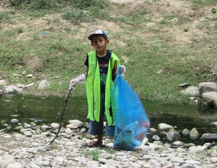 پاکسازی محیط زیست توسط کودکان