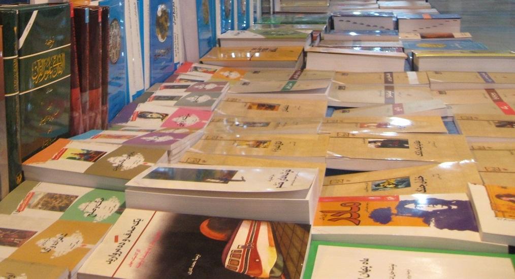 کتابهای قدیمی در نمایشگاه کتاب لُرستان