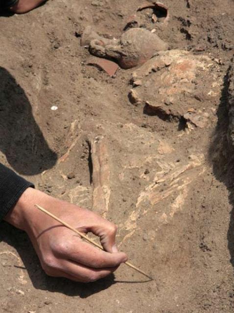بررسی آثار باستانی سیلاخور