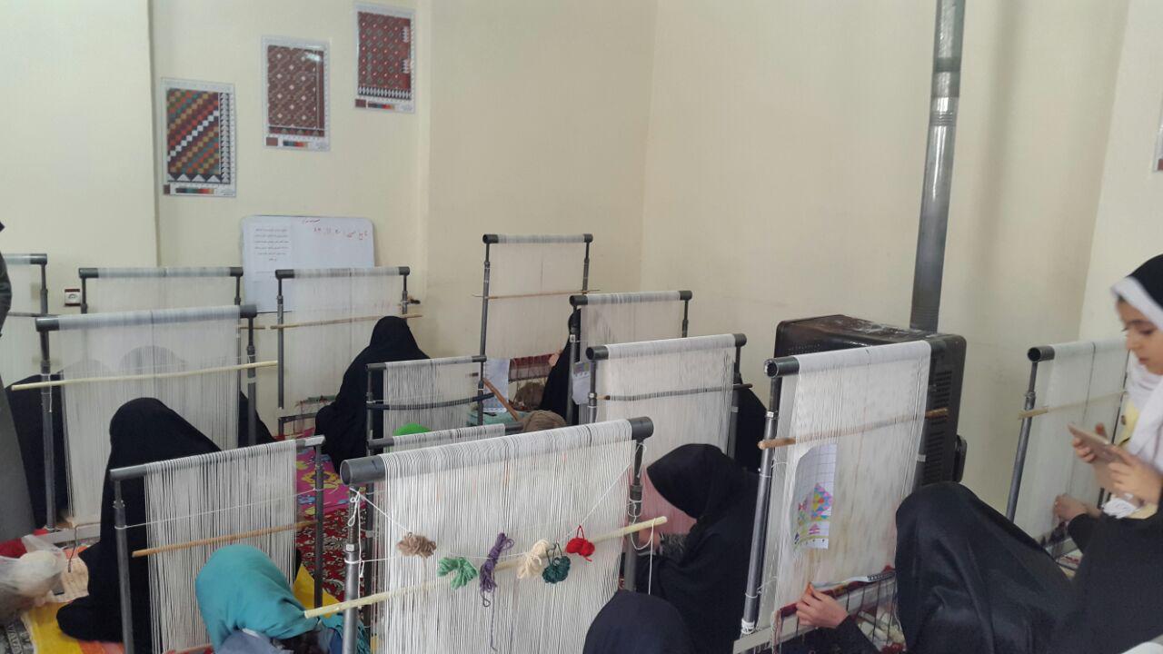 کلاسهای آموزش صنایع دستی در بیشه
