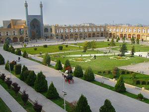 اصفهان آماده اسکان روزانه ۳۰۰ هزار گردشگر