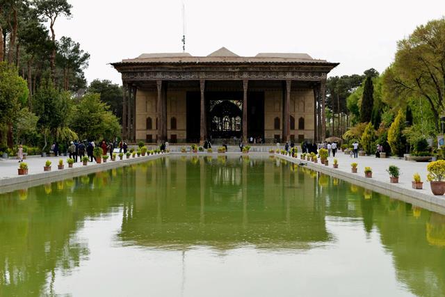 اقامت دو میلیون و پانصد هزار گردشگر در اصفهان