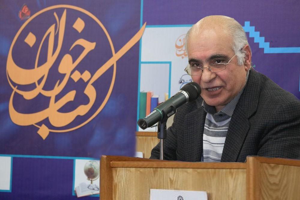 قصهخوانی هوشنگ مرادی کرمانی در نمایشگاه کتاب تهران