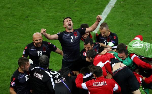 صعود فرانسه و سوئیس در یک بازی تشریفاتی