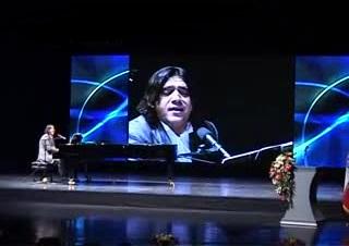 مانی رهنما و کنسرت شب گل و صدا در نیاوران