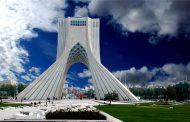 برج آزادی راهنمای افتخاری میپذیرد