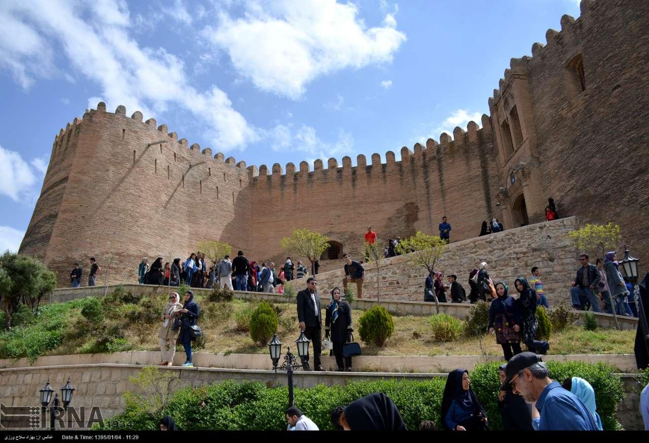 ۱۰هزار گردشگر از قلعه فلکالافلاک بازدید کردند