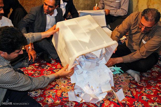 در اصفهان، روحانی از رئیسی پیشی گرفت