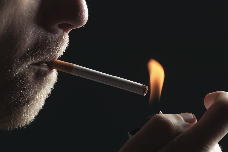 اگر سیگار را گران کنید باز هم جوانان میکشند