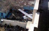 هواپیما در حیاط خانه
