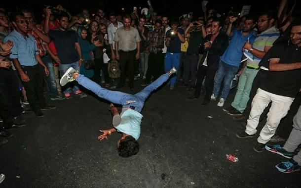 مردم به خاطر افسردگی به خیابانها هجوم آوردند