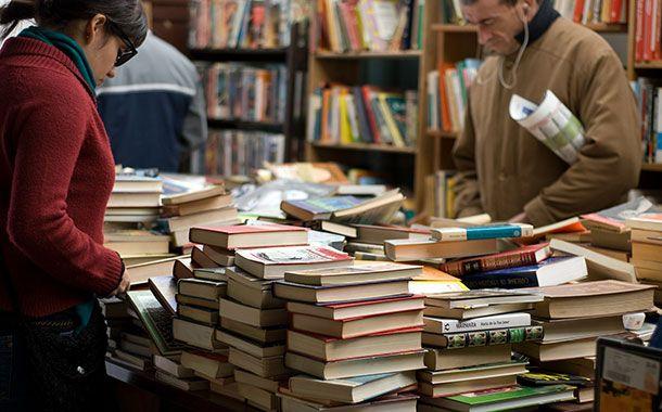 کتاب خواندن به خاطر دسته بیل