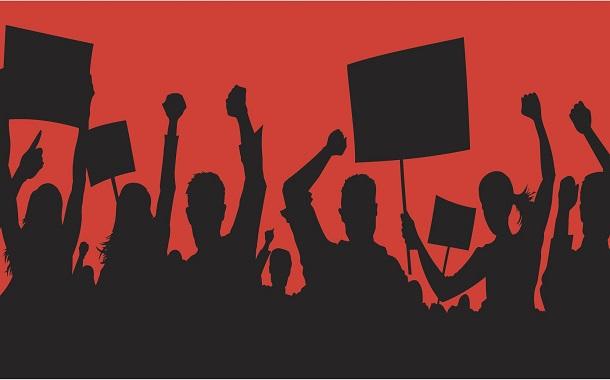 اعتصاب و دلالهایی که نانشان را در خون ملت میزنند