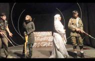 استفاده از بازیگران مختلط نسخه تئاتر را در دانشگاه آزاد قوچان پیچید