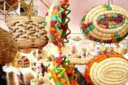 بومیان مناطق مختلف کشور در گذشته صنایع دستی مختلفی پدید آوردند و هنرهای بسیاری خلق کردند