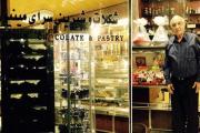 قنادی مینیون از قدیمیترین شیرینیفروشیهای تهران با آقای مانوک و خانواده