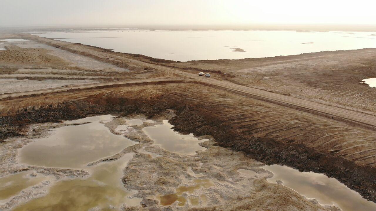 جاده کشی مانع رسیدن آب به همه تالاب میقان شده است