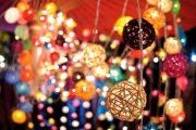 دست فروش ها در سرمای زمستان بازار عید را گرم کردهاند و شادی میفروشند