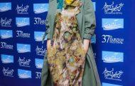 فرش قرمز جشنواره فیلم فجر فشن شو نیست؛ تیپهای عجیب بازیگران حاشیهساز شد
