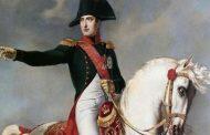 ناپلئون بناپارت معروف بعد از شکست در نبرد واترلو خود را به کجا تسلیم کرد؟
