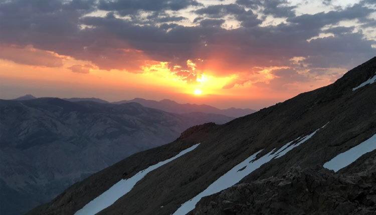قله اسب گیرون کوهی در رشته کوه دو برار