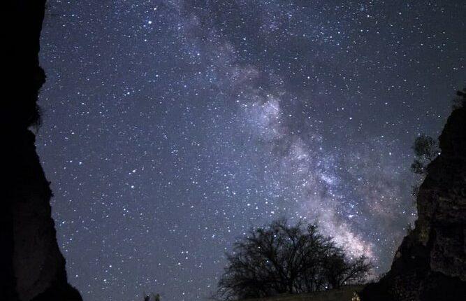 آسمان شب از جواد آب افکن