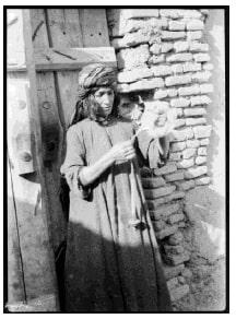 نخ ریسی زن لر