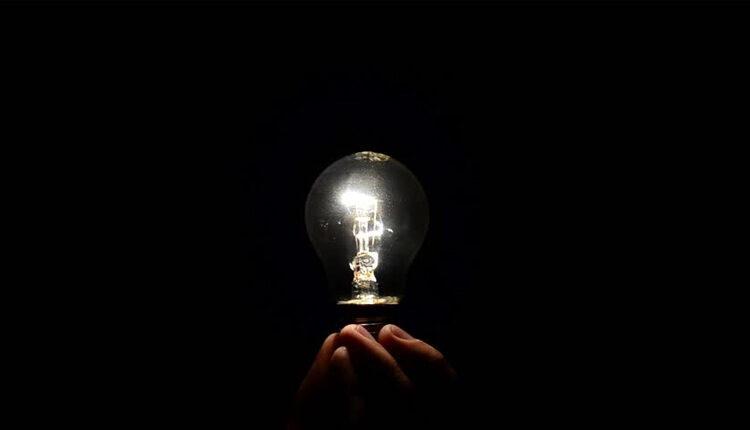 خرم آبادی ها روزانه ۵ ساعت برق ندارند